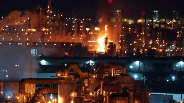 Major California refinery explosion, fire temporarily shuts down 405 Freeway
