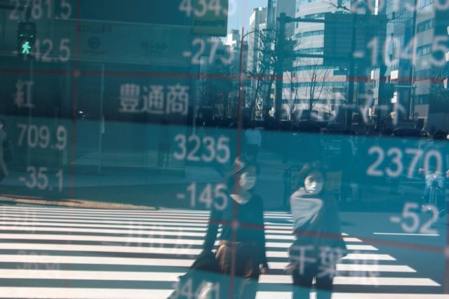 Asian shares fall on fresh rout in crude prices