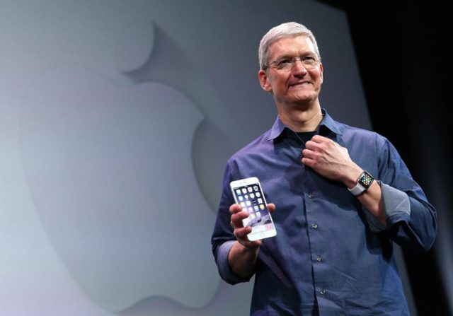 Apple Loop: iPhone SE Problems, iPhone 12 Price Leaks, MacBook Pro's Missing Features