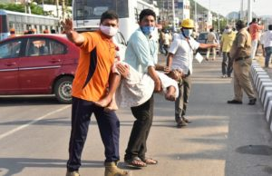 Chemical gas leak at Indian plant kills 8, nearly 1,000 sick