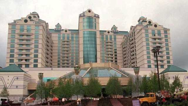 Foxwoods to temporarily lay off majority of workforce without benefits