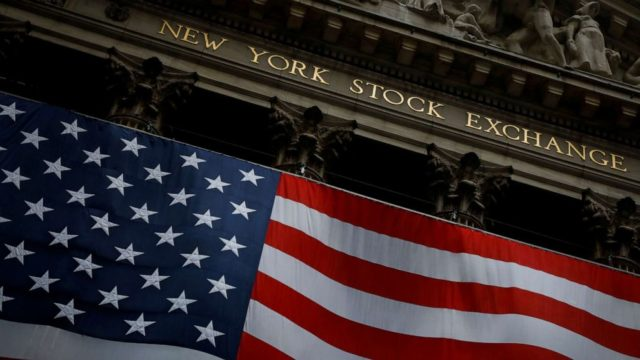 Dow plunges nearly 7% on COVID-19 fears, economic forecasts