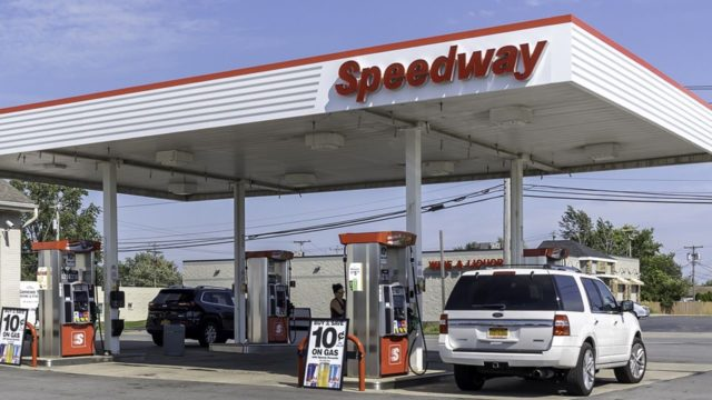 Marathon Petroleum may sell Speedway to Couche-Tard: Report