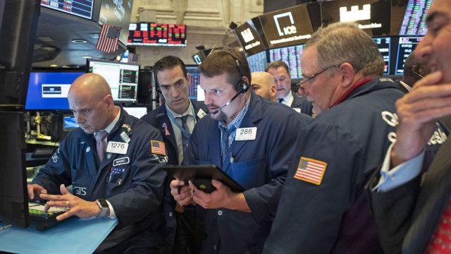 Stock futures trade lower following best Wall Street quarter since 1998