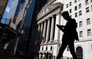 Dow Industrials Rise as Investors Look to Earnings