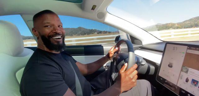"Tesla Model 3 wins over Jamie Foxx: ""Holla at me, Elon!"""