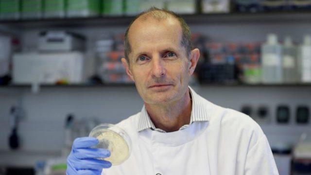 UK scientists immunize hundreds with coronavirus vaccine