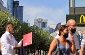 European stocks slump after minutes show Fed's cautious stance