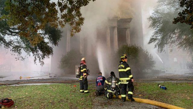 Authorities seek 6 seen near fire at historic SC structure