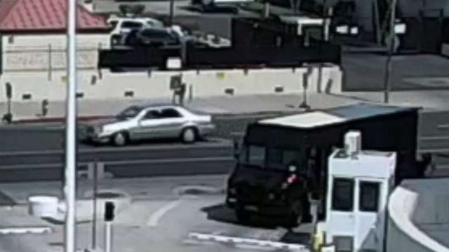 Drive-by shooting outside Phoenix courthouse injures security guard